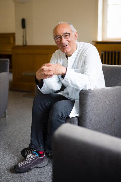 Professor Marcus Schiltenwolf leitet das Zentrum für Orthopädie, Unfallchirurgie und Paraplegiologie am Universitätsklinikum Heidelberg