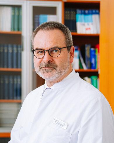 """""""Die innovative MRT-Methode schützt vor unnötigen Biopsien"""": Professor Peter Albers ist Direktor der Klinik für Urologie an der Universitätsklinik Düsseldorf"""