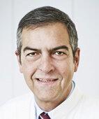 Prof. Dr. Michael Abou-Dakn ist Chefarzt der Klinik für Gynäkologie am St.Joseph Krankenhaus Berlin und Mitglied der Nationalen Stillkommission