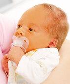 Gelbes Gesicht: Symptom eines Neugeborenenikterus