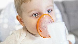 Kleinkind inhaliert
