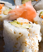 Fisch liefert gesunde Omega-3-Fettsäuren. Doch nicht jede Zubereitungsart ist für Schwangere geeignet
