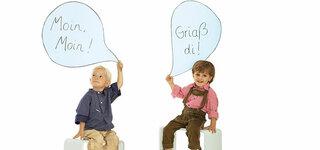 Kleine Jungen sprechen Dialekt