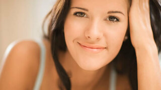 Frau mit braunen Augen