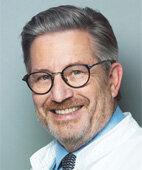 Privatdozent Dr. Ulrich A. Knuth ist Facharzt für Gynäkologie und Geburtshilfe und kommissarischer Vorsitzender des Bundesverbandes Reproduktions- medizinischer Zentren e.V.