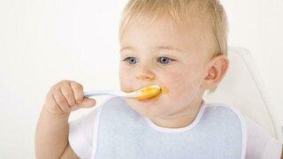 Baby beim Essen