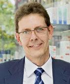 Dr. Joachim Kresken hat eine Apotheke in Viersen und ist Vorsitzender der Gesellschaft für Dermopharmazie e.V.