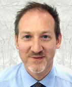 Dr. Jens Tesmann ist Hautarzt in einer Gemeinschaftspraxis in Stuttgart