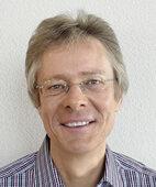 Prof. Dr. Jürg Frick lehrt an der Pädagogischen Hochschule Zürich und gibt Kurse zu  Geschwisterpsychologie