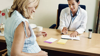 Schwangere Frau bei der Gynäkologin