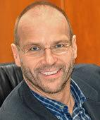 Dr. Burkhard Lawrenz ist Kinder- und Jugendarzt mit eigener Praxis in Arnsberg