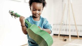 Kind mit Musikinstrument