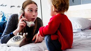 Spielen Kleinkind Telefon