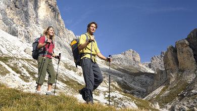Gute Wanderstöcke gehören zur Grundausrüstung einer richtigen Bergtour