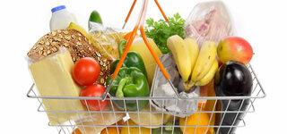 Einkaufskorb mit Lebensmitteln