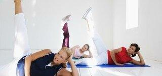 Seniorinnen machen Gymnastik