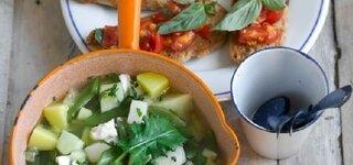 Feta-Eintopf mit Tomaten-Crostini