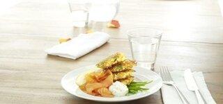 Karotten-Kartoffel-Taler mit Leinöldipp und Räucherlachs