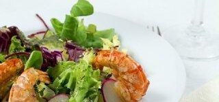 Frühlingssalat mit Shrimps