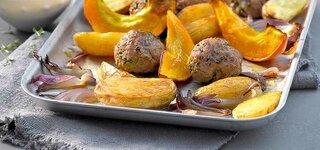 Chili-Hackbällchen auf Ofengemüse