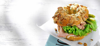 Bagel mit Leberwurst und Schinken