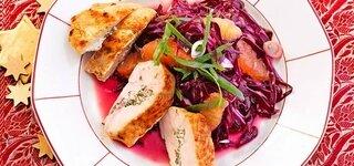 Gefüllte Hähnchenbrust mit Orangen-Rotkohl-Salat