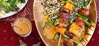 Entenspieße in Currysauce mit Korianderreis und Salat
