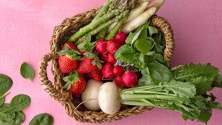 Gemüse Spargel Korb Basilikum Radieschen