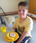 Banane und Reiswaffel: Leichte Kost für Konstantin