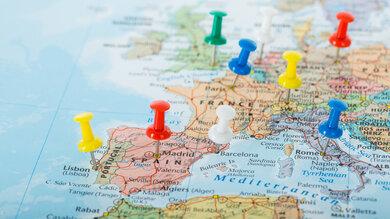 Wer im Herbst innerhalb Europas verreisen möchte, solllte sich vorher über die geltenden Corona-Regeln im jeweiligen Land informieren