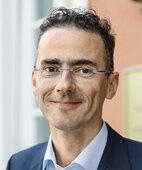 Dr. Helmut Schlager ist Apotheker und Geschäftsführer des WIPIG in München