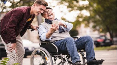 Laut einer aktuellen Studie wäre eine Mehrheit der jungen Menschen bereit, ihre Angehörige zu pflegen