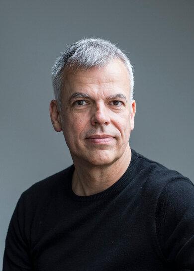 """""""Um Hilfe zu bitten ist kein Zeichen von Schwäche"""", sagt Prof. Frank Padberg. Er ist Psychiater und Psychotherapeut am Uniklinikum der LMU München"""