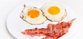 Atkins Diät: Fettiges Essen, Spiegeleier mit Speck