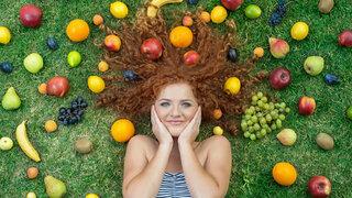 Mädchen mit Obst
