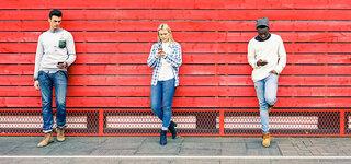 Leute mit Handys