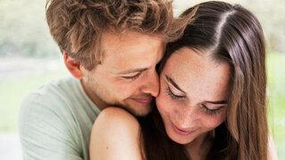 Oxytocin: Ist es wirklich das Kuschelhormon, das Paare verbindet?