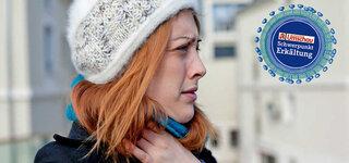 Frau mit Halssschmerzen