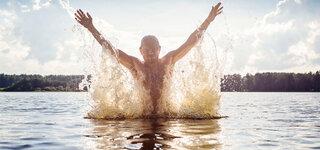 Aus dem Wasser auftauchen