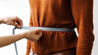 Taille messen mit Maßband
