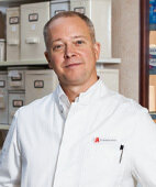 Dr. Alexander Schmitz, Inhaber von vier Apotheken im Nordosten Niedersachsens, hat bei der Erstellung des Beitrags mitgewirkt