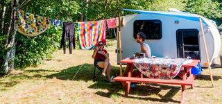 Camper vor Wohmobil