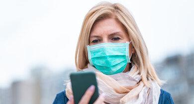 Mund-Nasen-Schutz auf der Straße: Das kannte man hier bisher kaum