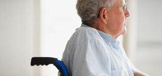 Senior im Rollstuhl