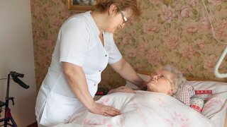 Seniorin Bettlägerig Altenpflege Häuslich