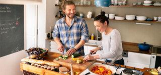 Gemüse kochen Salat Paar zusammen
