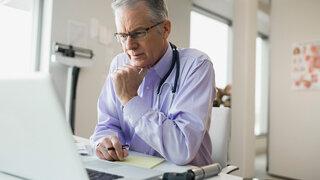 Kinderarzt Online Laptop Videosprechstunde