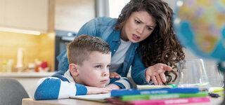 Coronavirus Mutter Hausaufgaben überfordert