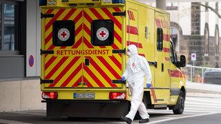 Coronavirus Rettungswagen Erste Hilfe Schutzanzug Ansteckend