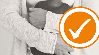 Reizdarmsyndrom: Eine Wärmflasche am Bauch hilft